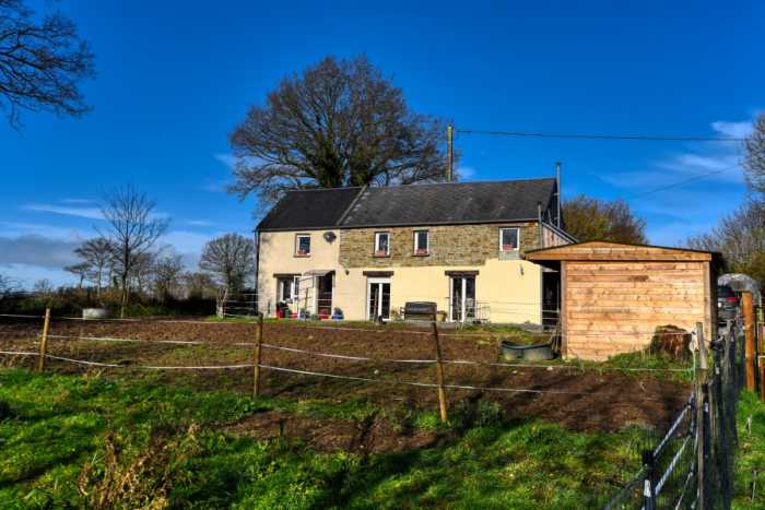 AHIN-SP-001274 Nr Vassy 14410 2 bedroomed Detached house with nearly 2 acres