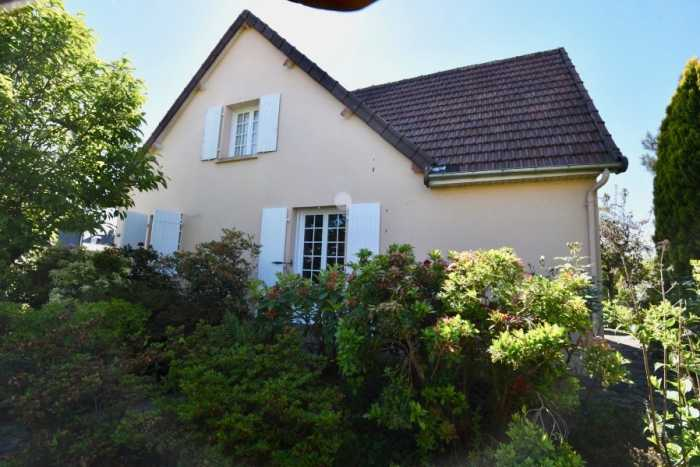 AHIN-SP-001300 • Sourdeval 50150• Detached 4 Bedroomed Chalet bungalow with pretty 1,041m2 garden - walking distance of town.