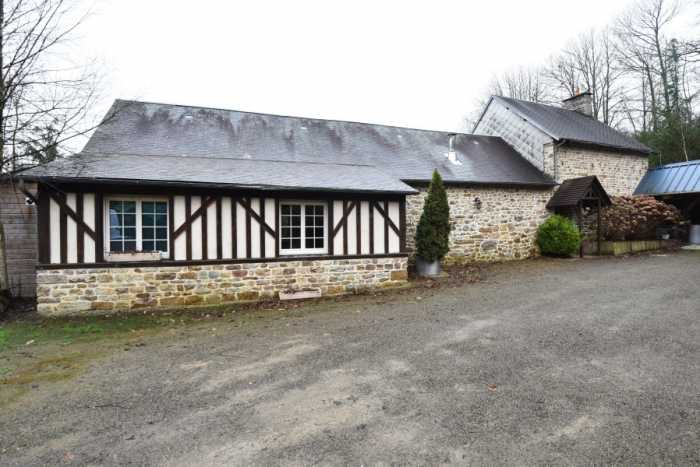 AHIN-SP-001392 Mortain 50140 Superb 5 bedroom Farmhouse with 21 acres, barn and lake