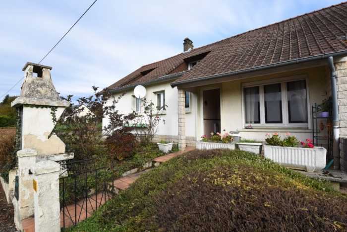 AHIN-SP-001362 Isigny-le-Buat 50540 Spacious 3 bedroom chalet bungalow with 650m2 garden
