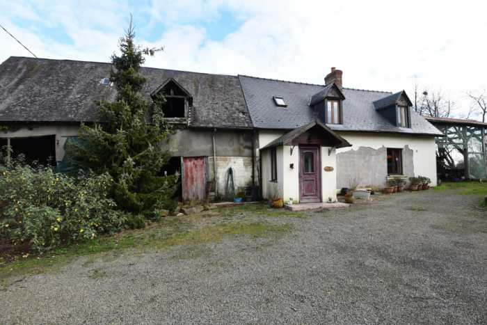 AHIN-SP-001273 Nr Le Teilleul 50640 Detached 2 bedroomed Farmhouse with large outbuildings and 4 acres