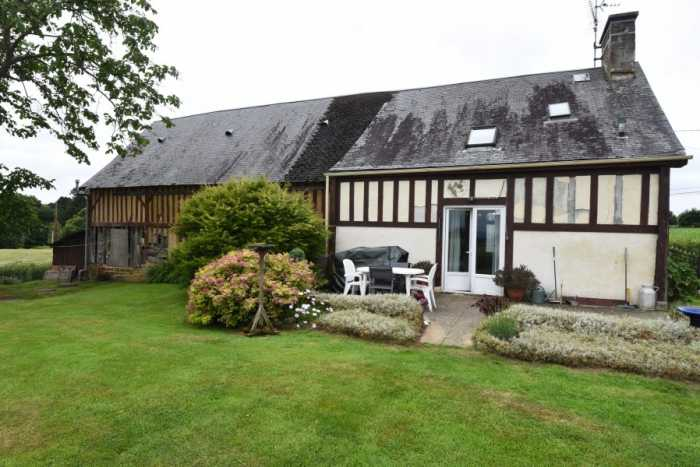 AHIN-SP-001428 Nr Le Teilleul 50640 Attractive country house with large barn, pretty gardens and super views