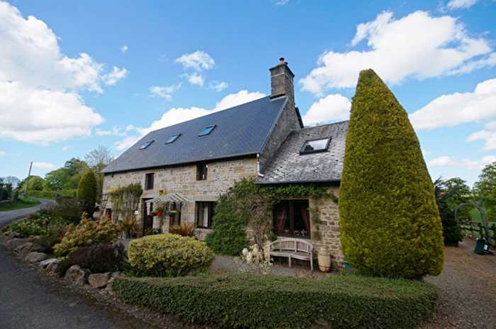 AHIN-SG-3122 MANCHE Near Villedieu les Poeles, Spacious Stone 6 Bed Family House with 3 Acres