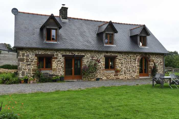 AHIN-SP-001313 Nr Flers 61700 Quality 2 bed barn conversion with over an acre in quiet rural position
