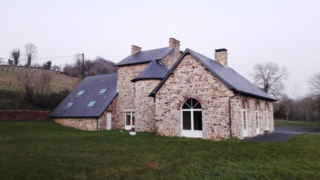 AHIN-SG-1943 Coutances 50200• Gorgeous 4 bedroomed stone manor on 20 acres