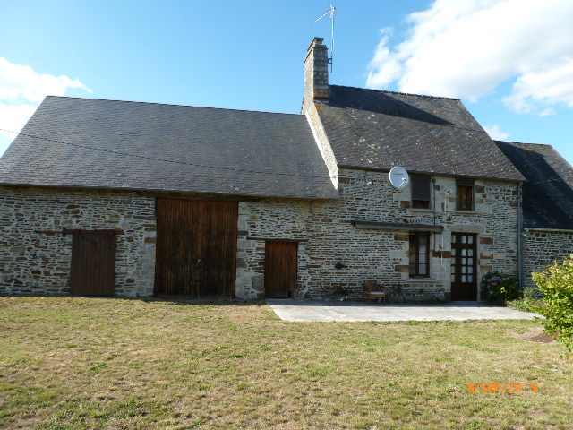 UNDER OFFER AHIN-SP-001292 Nr Barenton 50720 3 bedroomes Farmhouse with outbuildings in quiet position on 1800m2 garden