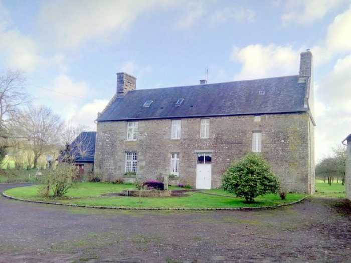 AHIN-MF1125CD50 St Hilaire du Harcouet 50600 Gorgeous 4 bedroomed property with 3.5 hectares of land with a pond