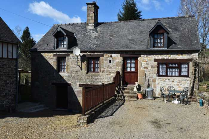 AHIN-SP-001404 Nr Le Teilleul 50640 Super water mill with trout pond and carp fishing lake, 5 acres and outbuildings