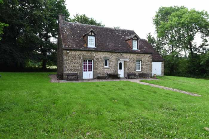 AHIN-SP-001455 Nr Putange-Pont-Ecrépin 61210 Attractive 4 bedroom stone house with 3/4 acre garden and pond in secluded position