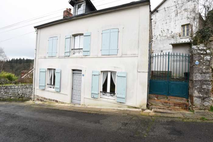 UNDER OFFER AHIN-SP-001388 Domfront 61700 Bijoux 3 bedroomTownhouse with a garden in a Medieval Town in Normandy
