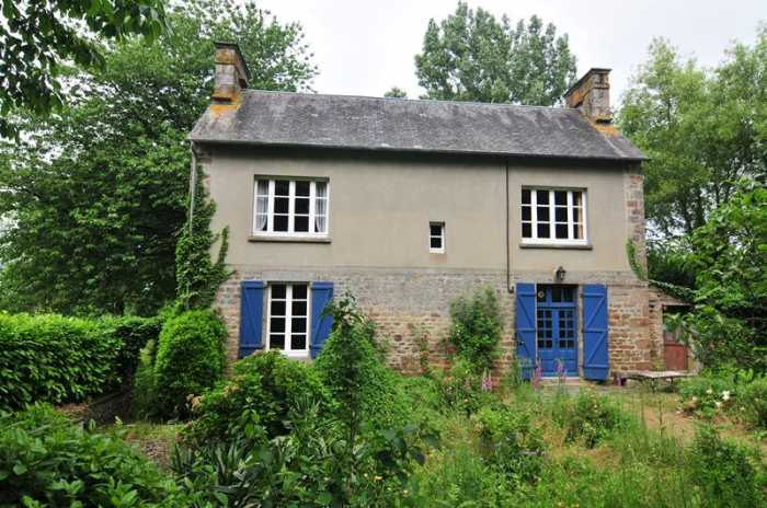 UNDER OFFER AHIN-SP-001075 Nr Vire 14500 Normandy Farmhouse with outbuildings, large pond, no neighbours surrounded by its own land of 21,345m²