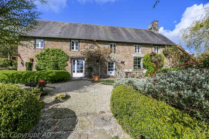 AHIN-2073PW Gavray 50450 Utterly gorgeous 4 bedroomed country house on 2249 with pond and lovely views