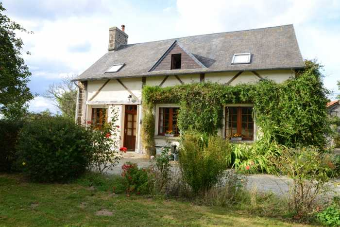AHIN-SP-001223 Saint-Hilaire-du-Harcouët 50600 Pretty detached country house with over 3/4 acre garden in quiet rural hamlet.