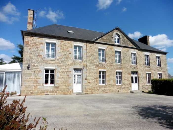 AHIN-MF-1152DM50 Nr Le Teilleul 50640 Beautiful 18th century (8 bedroomed) residence with 1800m2 garden