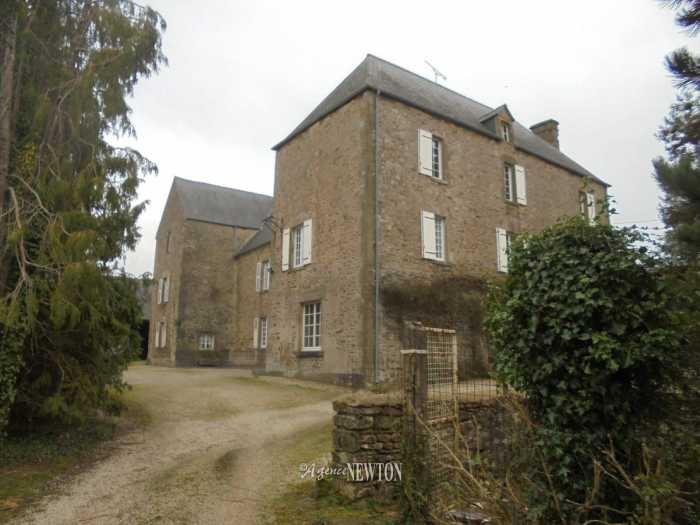AHIN-KR-1758 St Vaast la Hougue 50550 8 bedroomed manor house with original features and 12826m2 grounds and outbuildings