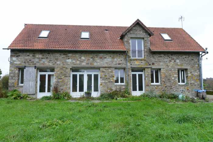 AHIN-SP-001253 Nr Mortain 50140 Renovated 4 bedroomed barn with spacious accommodation and over an acre