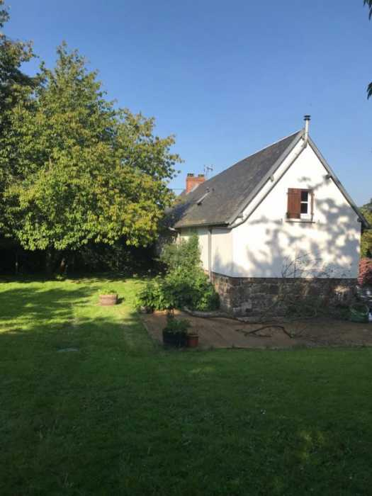 UNDER OFFER AHIN-SP-001441 Nr Pont Farcy 50420 Pretty detached 3 bedroom house with 1360m2 garden - on outskirts of quiet Normandy village.