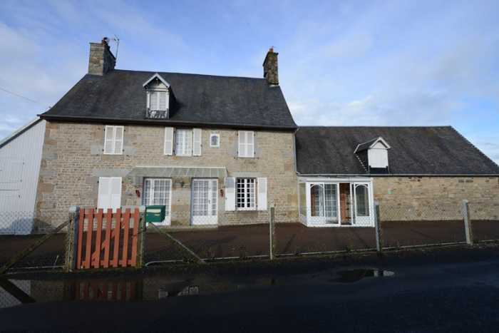 AHIN-SP-001248 Villedieu-les-Poêle 50800 Spacious detached 4 bedroomed stone house within walking distance of shops - ideal to create B&B or for large family home. 1304m2 garden