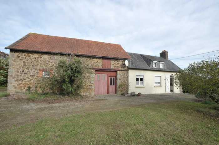 AHIN-SP-001106 Nr Buais 50640 Detached house with large barn on edge of village in Normandy with potential to exted into the barn if required. 1740m2 land