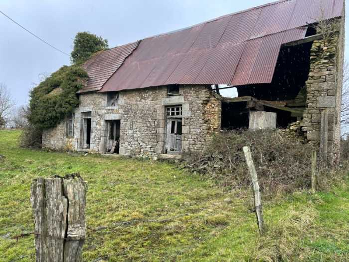 AHIN-SP-001381 Nr Villedieu-les-Poêles 50800 Detached stone house to renovate in Normandy with half an acre