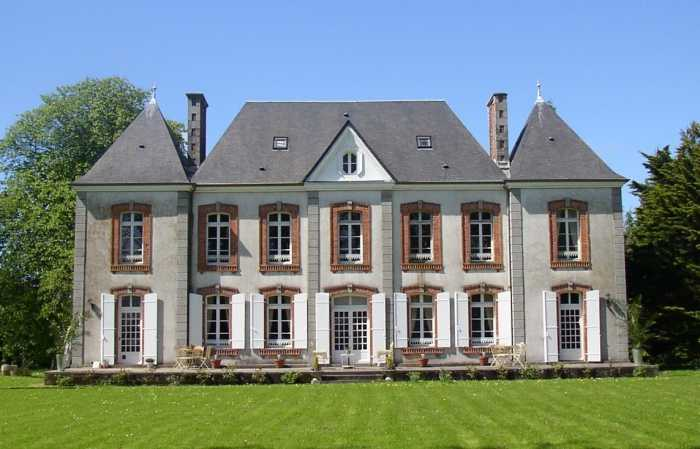 AHIN-SG-2577 Coutances 50200 Elegant, Classic 7 bedroomed Napoleanic Chateau on approx 2 acres