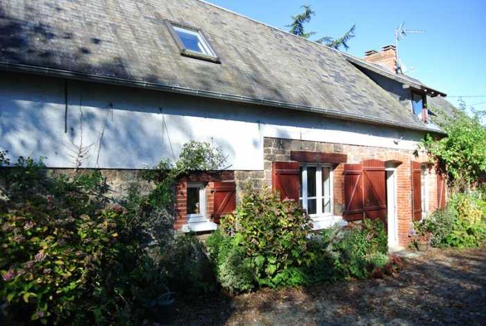 AHIN-SP-001120 Nr Tessy-sur-Vire 50420 Detached 2 bedroom family house with 1360m2 garden on outskirts of quiet village.
