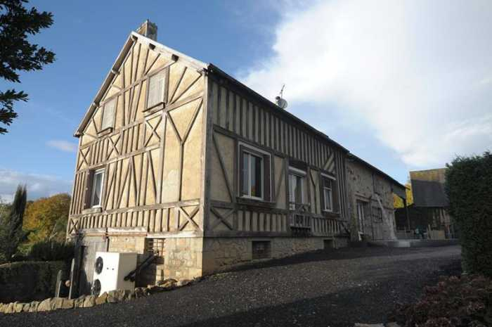 AHIN-SP-001133 Nr Mortain 50140 Large detached family house with outbuildings and potential gîte within 5 minutes drive of a town with all facilities. 2635m2 garden