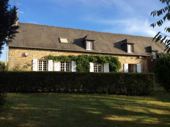 AHIN-SP-001252 Le Teilleul 50640 Detached country house with spacious accommodation and character features 1502m2 garden