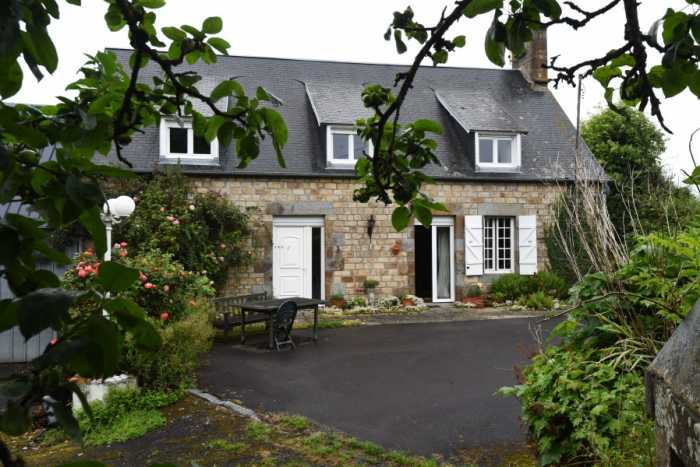 AHIN-SP-001434 Nr St Pois 50670. Attractive detached 3 bedroom house with outbuildings and nearly 2 acres of garden