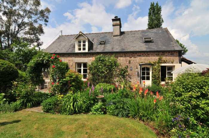AHIN-SP-001051 Nr Mortain 50140 Delightful 2 bedroomed cottage in stunning gardens of over 2 acres with barn for conversion.