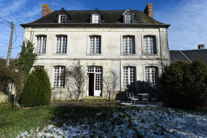 UNDER OFFER AHIN-SP-001393 Livarot-Pays-d'Auge 14140 Historic 4 bedroom Townhouse with walled garden, garage and outbuilding