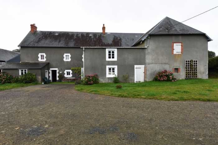 AHIN-SP-001354 Nr Gavray 50660 3 bedroom Equestrian property with 11 acres, stabling and numerous outbuildings