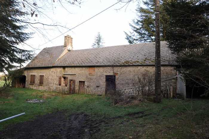 AHIN-SP-001169 • Ger, Manche, Detached farmhouse to renovate - with no near neighbours, with 1.5 acres.