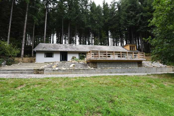 AHIN-SP-001467 Nr Ger 50850 Beautifully presented detached bungalow, gîte, 3 chalets and 2 stocked fishing lakes set in nearly 13 acres with no neighbours