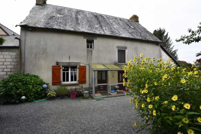 AHIN-SP-001464. Nr Juvigny-le-Têrtre 50520 Two bedroom house with loft space to renovate and half an acre garden