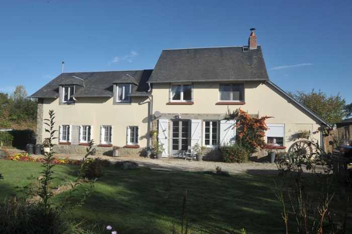 AHIN-SP-001122 Nr Mortain 50140 Detached 4 bedroom house with versatile accommodation for B&B and/or gîte with 4392m2 garden