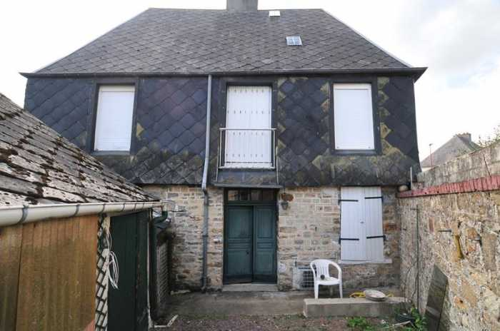 UNDER OFFER AHIN-SP-001100 Mortain 50140 Town House to modernise with garden and within walking distance of all amenities
