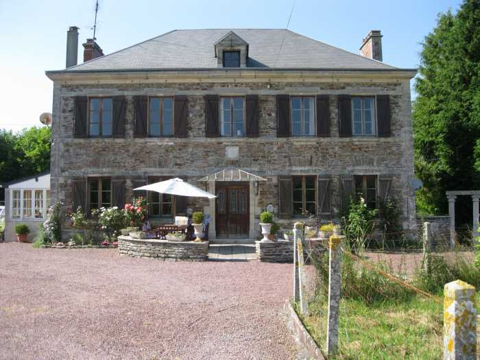 AHIN-KR-1963 • Cerisy la Foret, Manche • 4 Bedroomed House/Equestrian Estate and 15 acres inc Outbuildings/7 Boxes