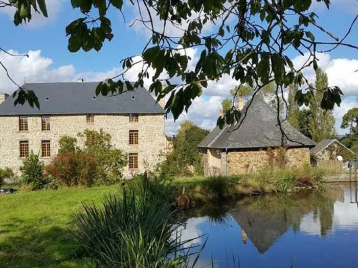 AHIN-MF1063-DM50 Mortain 50140 In peaceful location magnificent property (Manor + house) on 6 Ha env.