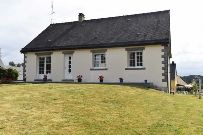 AHIN-SP-001320 Nr Mortain 50140 Immaculate detached 3 bedroom bungalow in quiet village centre with 1000m2 garden