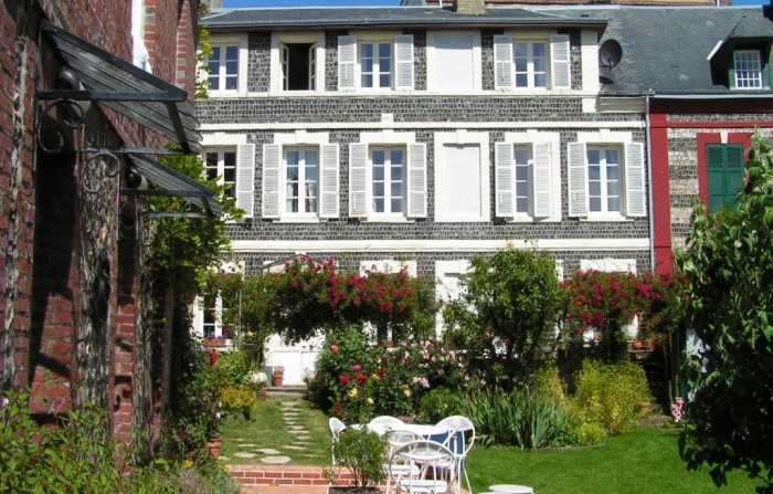 PRICE DROP • AHIN-1284PR Etretat 76790 Beach front (4 bed) main house, (2 bed) annexe and former carriage house with 500m2 garden
