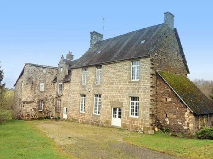 AHIN-MF1034DM50 Nr Mortain 50140 Rare 14-17th century 3 bedroomed manor with lots of features on 10 acres. Needs work but...