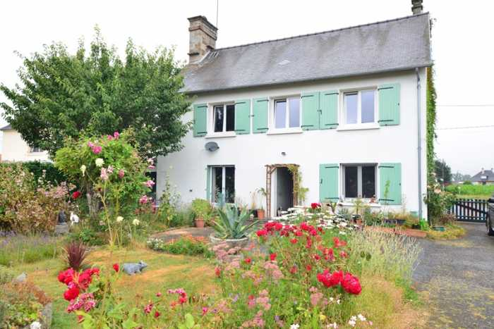 AHIN-SP-001203 Saint Hilaire du Harcouët 50140 Farmhouse style property with attractive 2440m2 garden...a short bus ride or drive to a major market Town with all amenities.