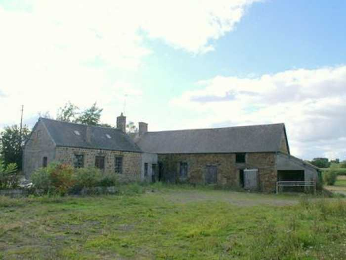 AHIN-MD928-DM61 Passais 61350 Handsome farmhouse to restore in quiet rural setting with 2500m2 grounds