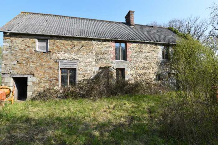 AHIN-SP-001407 • Vire area • Country house to renovate with double garage and just under 3 acres (11,600m2) • 14500