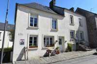AHIN-SP-001412 • Between Bagnole & La Ferté-Macé • 5 Bedroomed Village House • Used as a B&B • 264m2 Garden • 53250