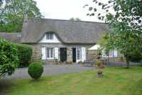 AHIN-SIF-00792 Nr Tinchebray 61800 Superb 4 bedroomed thatched house and 1 bed gîte for sale in Normandy with 1 1/4 acre garden and spacious 4 bedroom family accommodation. Possibility of purchasing adjacent building plot