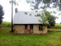 AHIN-MF946-DM61 Passais Area 61350 A small house + 2 stone barns to renovate on 4390m2 grounds.
